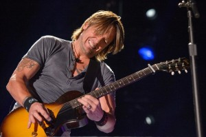 Keith Urban is so into the fans in concert.  He jumped into the audience in NYC.
